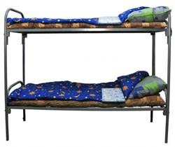 Комплект для рабочих эконом на металлической кровати двухъярусной.